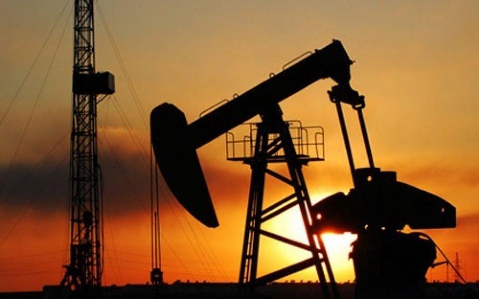 Giá dầu quay đầu tăng do trữ lượng dầu thô Mỹ giảm mạnh