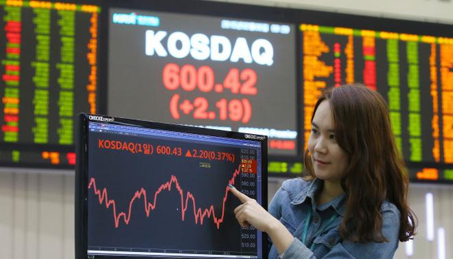 Thị trường chứng khoán tháng 6, nhiều yếu tố không mong đợi