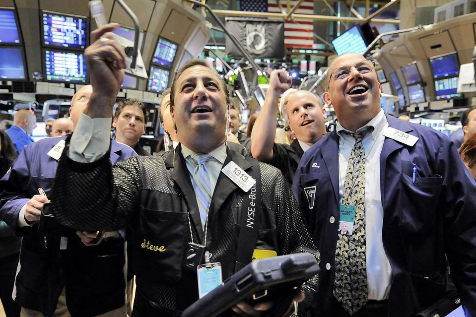 Dow Jones tăng 370 điểm lập kỷ lục mới giữa lúc tâm lý lạc quan dâng cao