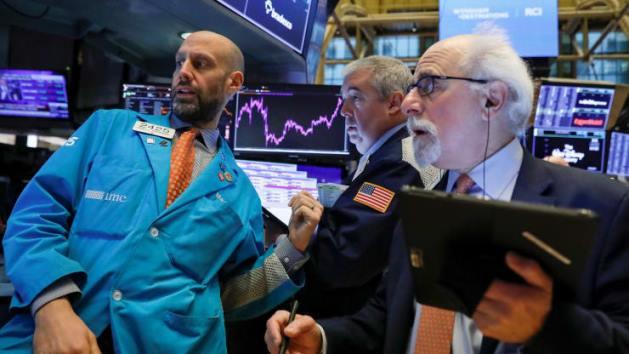 Dow Jones quay đầu giảm sau khi đạt mốc 30,000 điểm