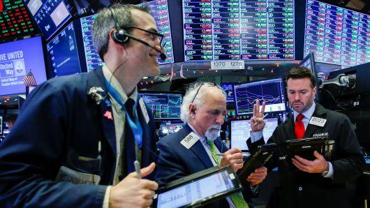 Vọt hơn 3%/tuần, Dow Jones có tuần tăng mạnh nhất kể từ tháng 4