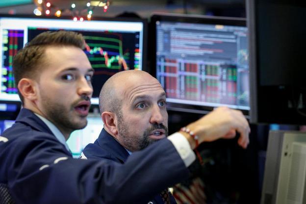 Phố Wall lùi bước trước sức ép từ đà suy yếu của cổ phiếu General Electric