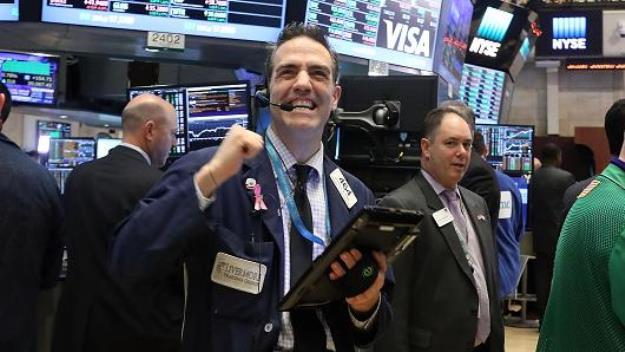 Niềm tin trở lại với Phố Wall, Dow Jones vọt hơn 400 điểm