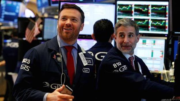 Tăng tiếp hơn 300 điểm, Dow Jones vượt mốc 25,000 điểm