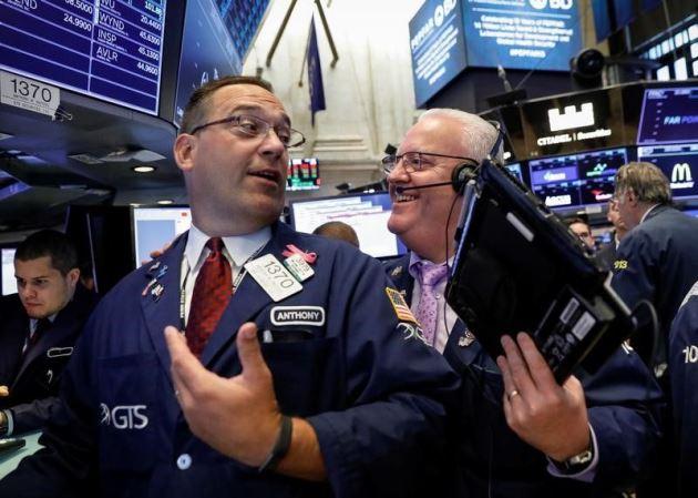Dow Jones bứt phá gần 450 điểm, chứng kiến 8 tuần leo dốc liên tiếp