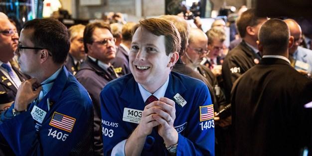 Phố Wall tiếp tục phục hồi từ đà giảm sâu, Dow Jones vọt 3%