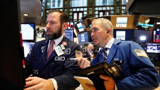 Dow Jones tăng hơn 450 điểm khi dầu có phiên tăng mạnh kỷ lục