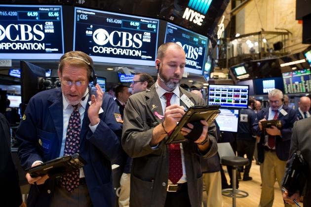 Dow Jones giảm nhẹ sau khi xóa sạch đà tăng 900 điểm hồi đầu phiên