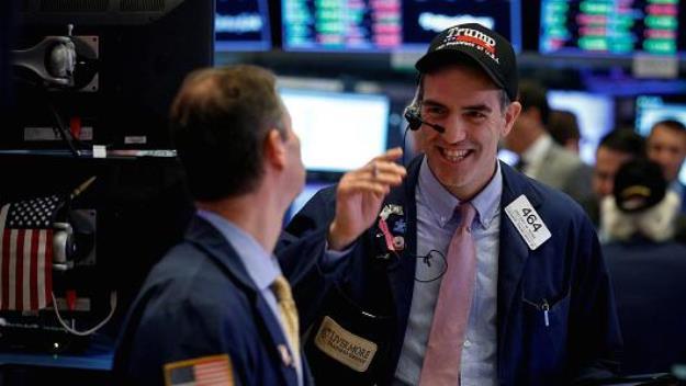 Dow Jones vọt hơn 300 điểm sau báo cáo việc làm tại Mỹ