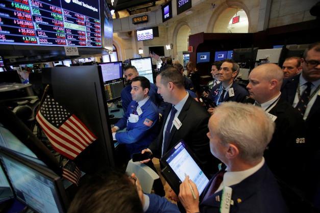 Dow Jones sụt gần 250 điểm trước lo ngại chiến tranh thương mại với Trung Quốc