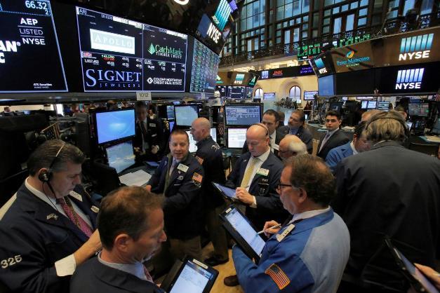 Dow Jones rớt hơn 300 điểm, Nasdaq sụt gần 2% trước đà lao dốc của Facebook