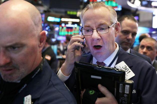 Đà sụt giảm của cổ phiếu Apple khiến Dow Jones đứt mạch 4 phiên tăng liên tiếp
