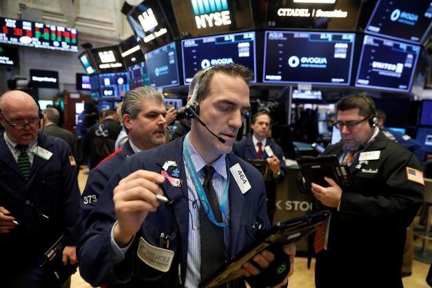 Dow Jones mất hơn 100 điểm sau đợt bán tháo bất ngờ giữa phiên