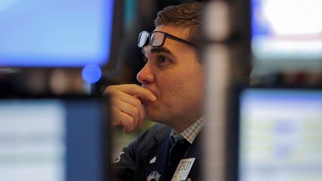 Dow Jones rớt hơn 200 điểm và chứng kiến tuần sụt giảm đầu tiên trong 3 tuần