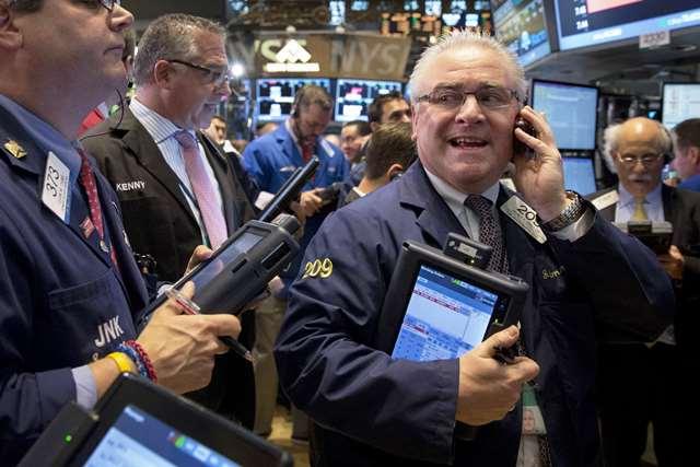 S&P 500 tăng 2 phiên liên tiếp, Nasdaq Composite leo lên mức kỷ lục