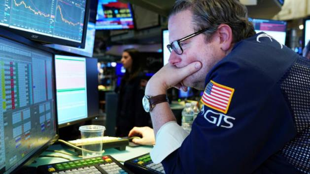 Dow Jones mất hơn 300 điểm, ghi nhận sụt giảm tuần thứ 3