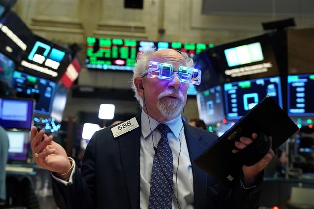 Nới dài đà tăng, Dow Jones leo dốc hơn 300 điểm