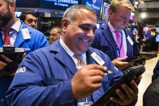 Dow Jones vọt hơn 500 điểm trong 2 phiên liên tiếp, vượt ngưỡng 25,000 điểm