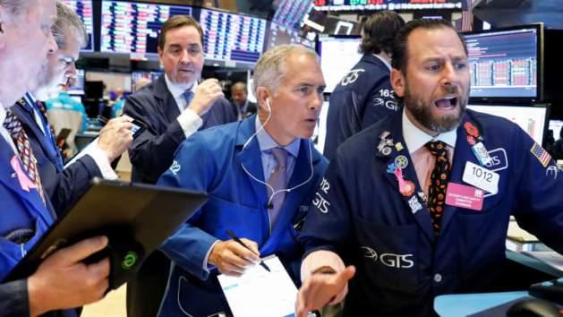 S&P 500 quay đầu giảm nhẹ trước sự bế tắc về gói cứu trợ mới