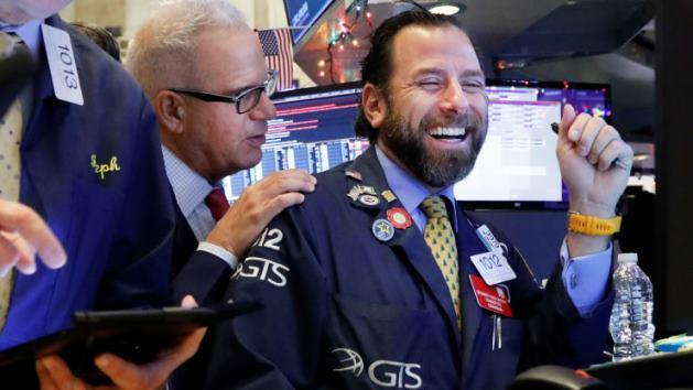 Dow Jones tăng 200 điểm lên kỷ lục mới