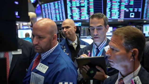 Dow Jones và S&P 500 vọt hơn 4% trong tháng 5/2020