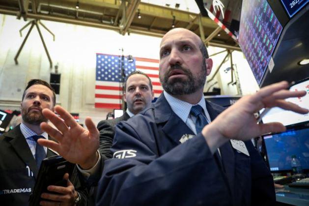 Dow Jones mất hơn 100 điểm, chịu sức ép từ cổ phiếu công nghệ