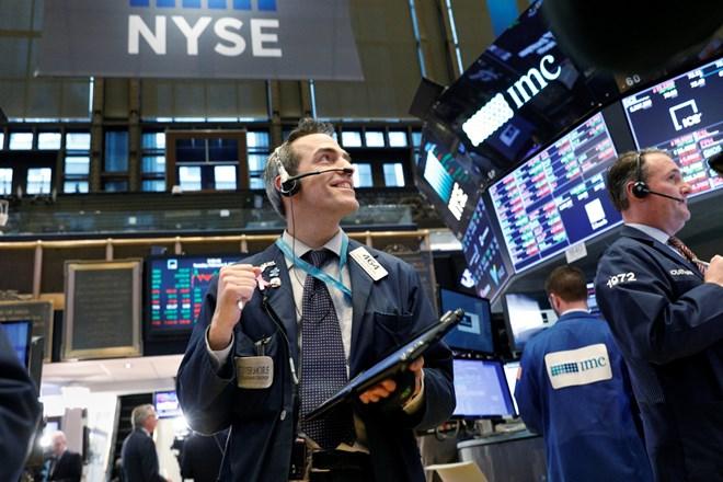 Dow Jones lại lập kỷ lục mới, tăng 4 tuần liên tiếp