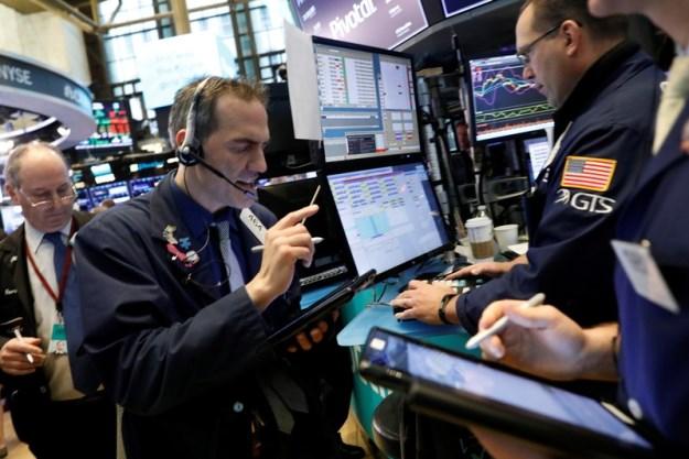 Phố Wall trái chiều khi lợi suất trái phiếu dài hạn tăng mạnh
