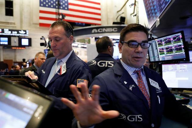 Dow Jones rớt hơn 400 điểm khi lợi suất Chính phủ Mỹ kỳ hạn 10 năm vượt mốc 3%