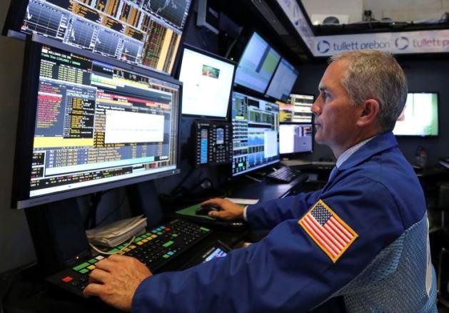 S&P 500 rút khỏi mức cao kỷ lục trước loạt báo cáo lợi nhuận trái chiều