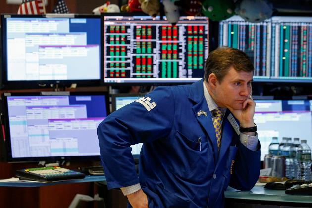 Dow Jones mất hơn 500 điểm, S&P 500 sụt hơn 2%