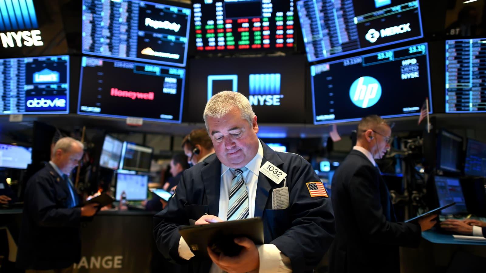 Nasdaq Composite sụt 2.5%, Dow Jones xoá sạch đà tăng trong phiên
