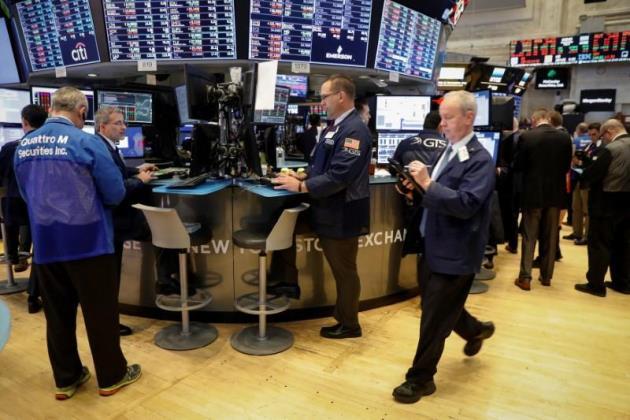 Đà tăng của cổ phiếu công nghệ và bán lẻ giúp Phố Wall khởi sắc
