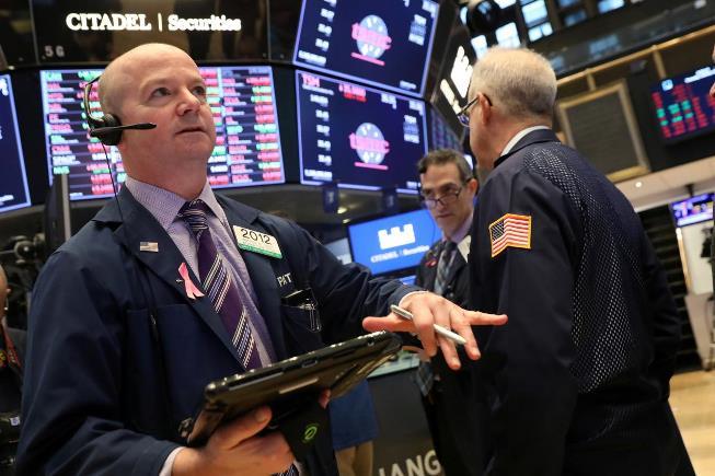 Đà giảm của Nhóm cổ phiếu công nghệ khiến Phố Wall nhuốm sắc đỏ
