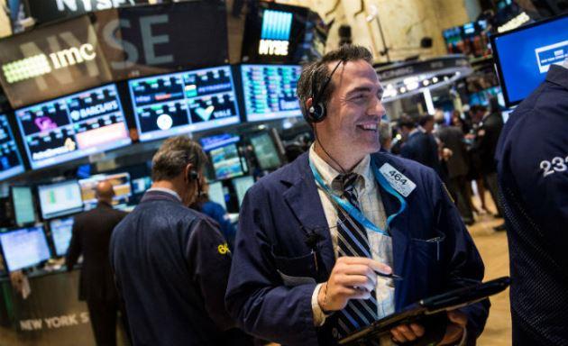 Dow Jones vọt gần 300 điểm và vượt ngưỡng 25,000 điểm lần đầu tiên kể từ giữa tháng 3