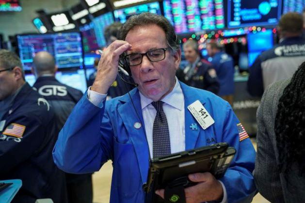 Dow Jones giảm hơn 200 điểm khi số ca nhiễm Covid-19 tiếp tục tăng