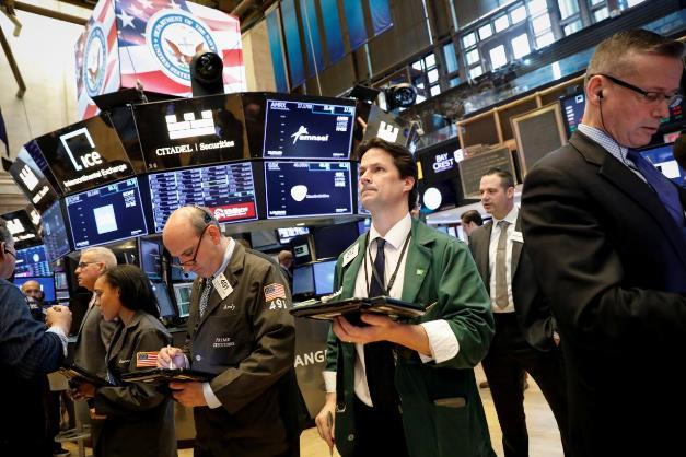 Phố Wall khởi sắc khi Fed gợi ý không nâng lãi suất trong năm 2020