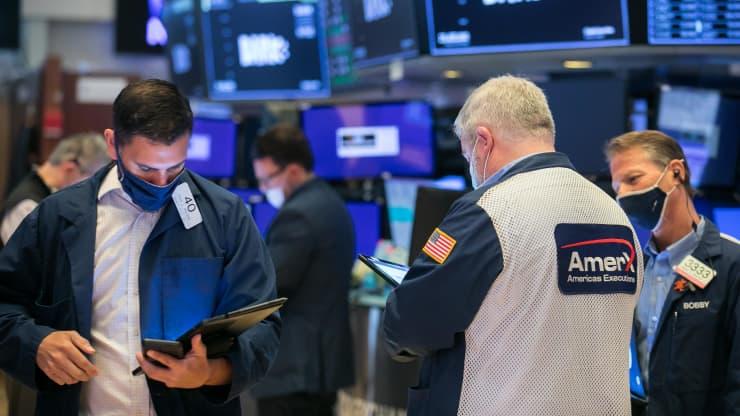 Dow Jones gần đi như đi ngang, cổ phiếu meme AMC sụt 30%