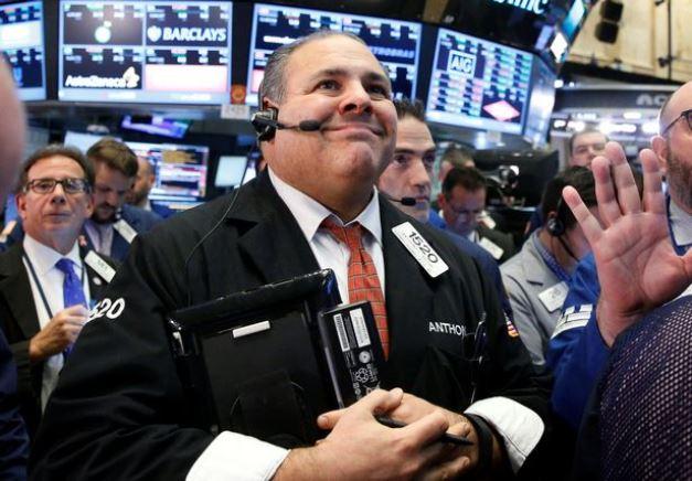 Dow Jones quay đầu tăng hơn 300 điểm, S&P 500 vọt lên cao nhất từ đầu tháng 3/2020