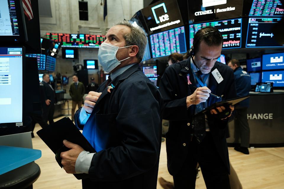 Dow Jones giảm hơn 100 điểm