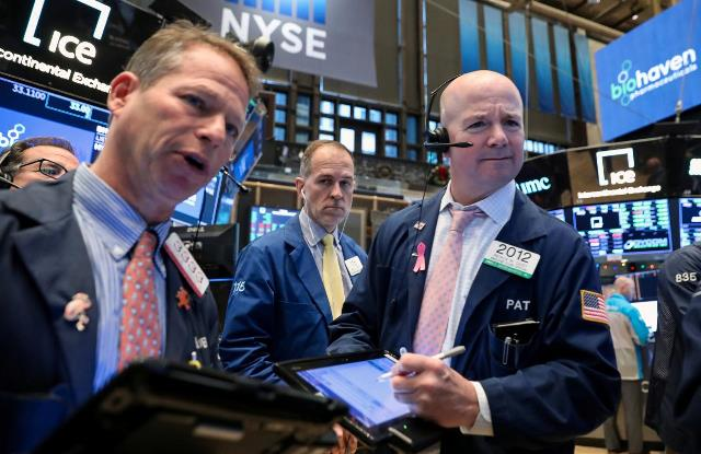 S&P 500 đi ngang, dao động gần mức cao mọi thời đại