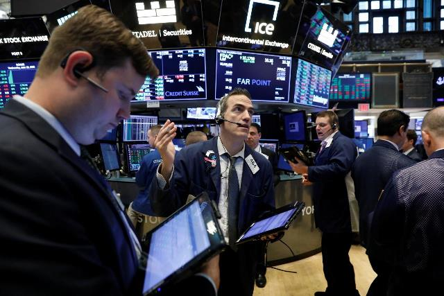 S&P 500 leo lên kỷ lục mới