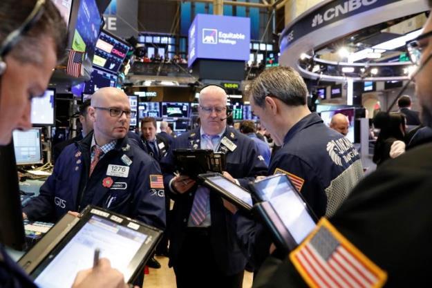 Dow Jones rớt hơn 400 điểm khi lĩnh vực công nghệ lại lao đôc