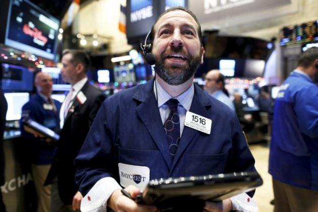 Dow Jones tăng hơn 150 điểm khi cổ phiếu Apple lập kỷ lục