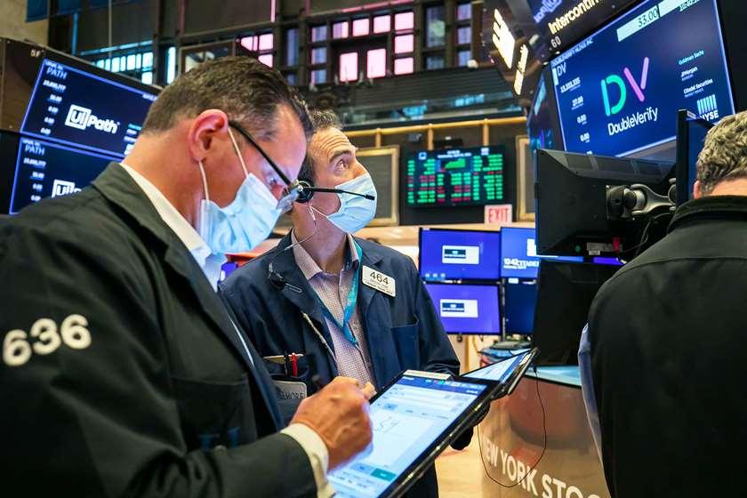 S&P 500 đảo chiều giảm điểm