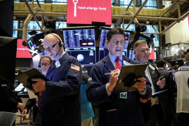Dow Jones mất hơn 300 điểm, đứt mạch 3 phiên tăng liên tiếp