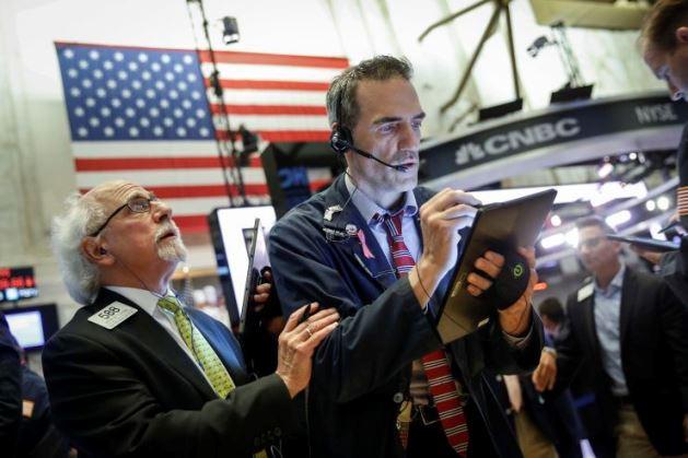 Phố Wall khởi sắc trước triển vọng Fed nới lỏng chính sách