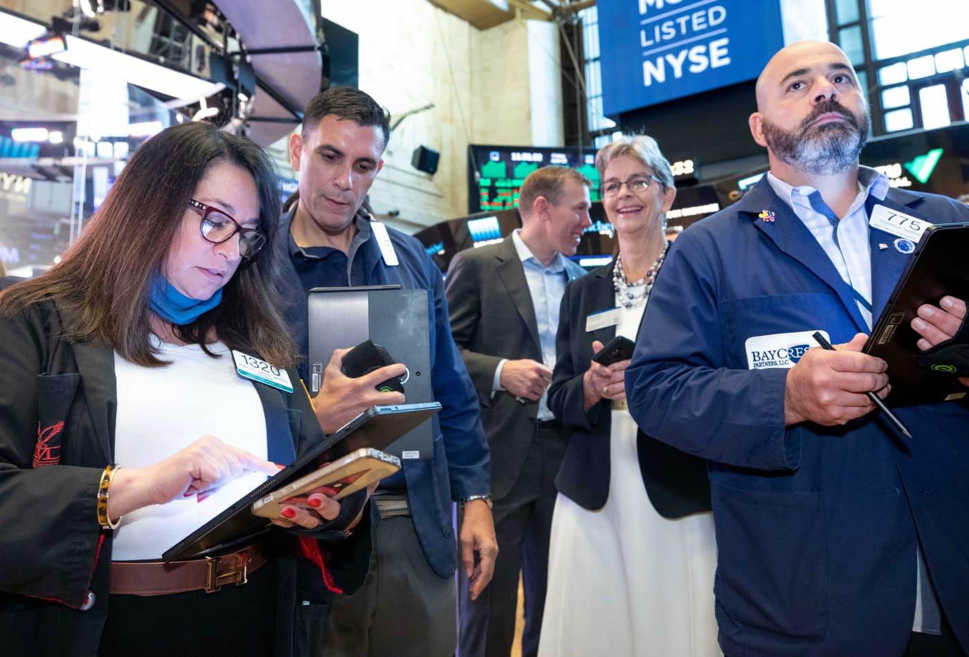 S&P 500 tăng 6 tháng liên tiếp bất chấp đà giảm điểm trong phiên