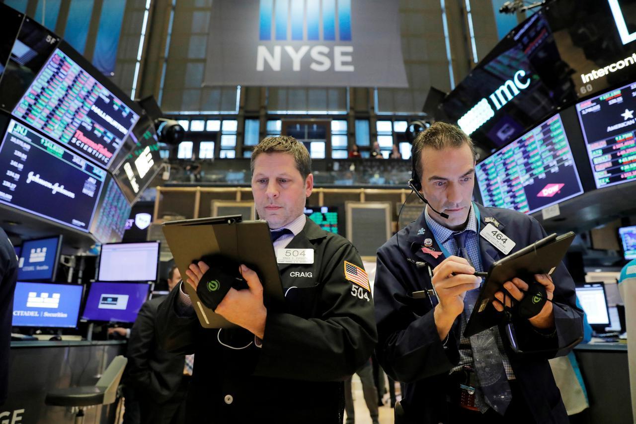 Dow Jones giảm hơn 300 điểm sau dữ liệu việc làm thất vọng