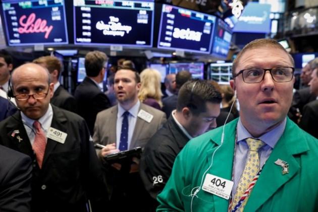 Dow Jones lại mất hơn 3%